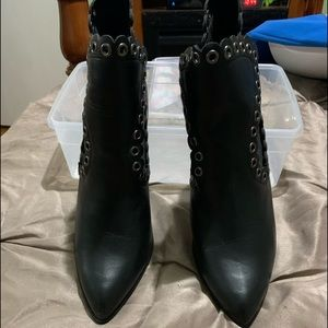 🔥Black pointy toe never-worn elastic ankle boots